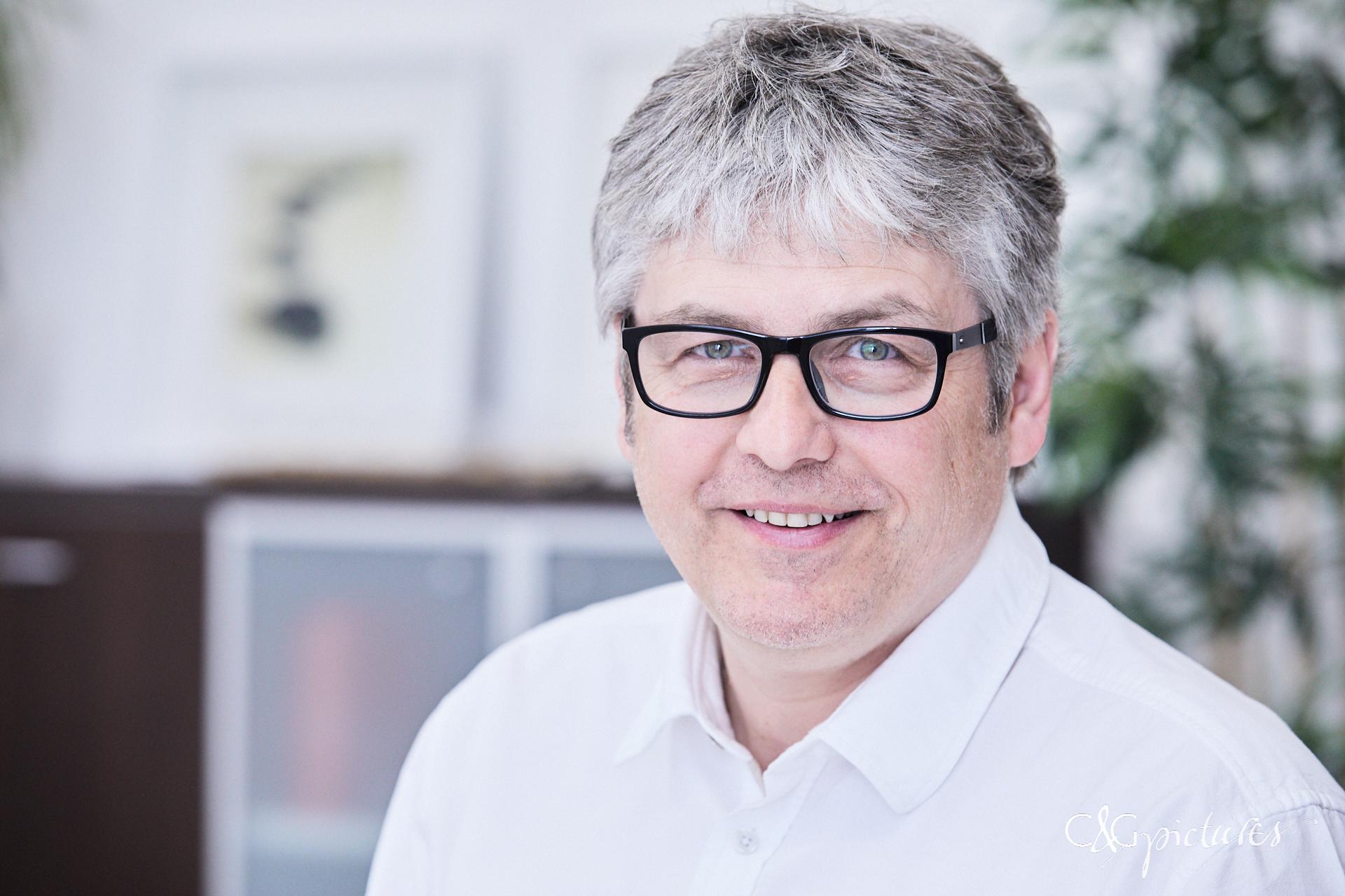 Dr. Robert Url