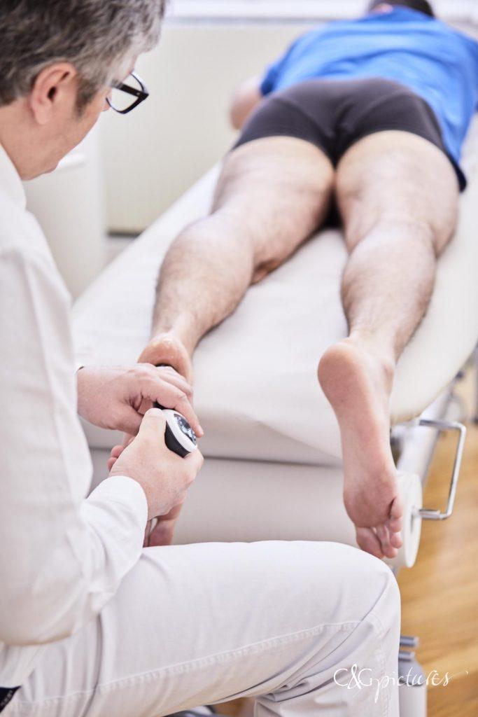 Stoßwellentherapie- anwendung - Ordination Dr Url